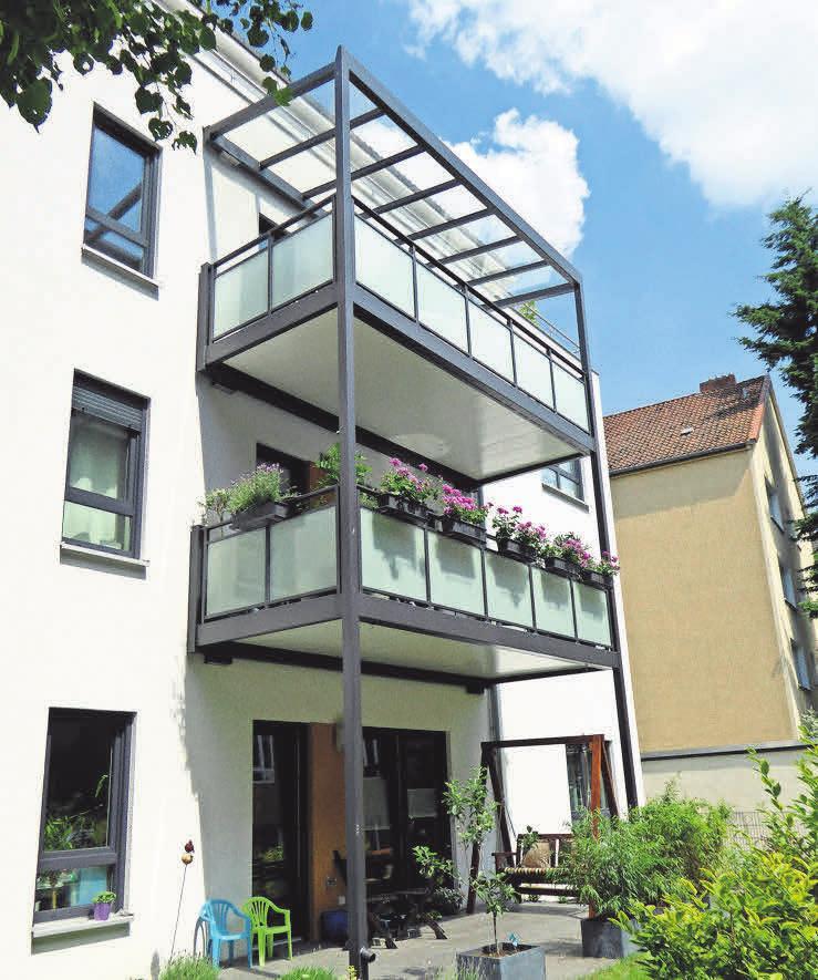 Durch die Balkone samt individueller Verkleidung erhalten Fassaden ein völlig neues Gesicht.