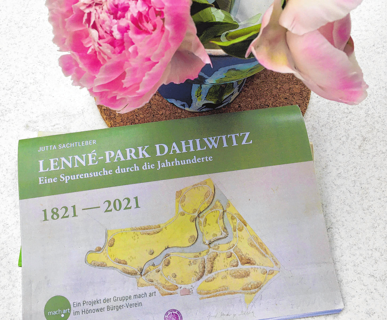 Die Lenné-Park Broschüre, herausgegeben von der Gruppe mach art.