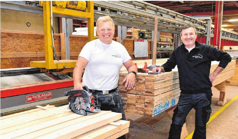 Die Zimmerleute Jürgen und Role haben Spaß an ihrem Beruf, ebenso an der Ausrichtung von Kaufmannbau in Punkto Energiesparen, auch zum Klimaschutz.