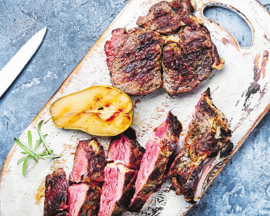 Perfekt geröstet: Mit den neuesten Grills bei Cactus hobbi gelingen auch dem größten Grilllaien die feinsten Steaks.