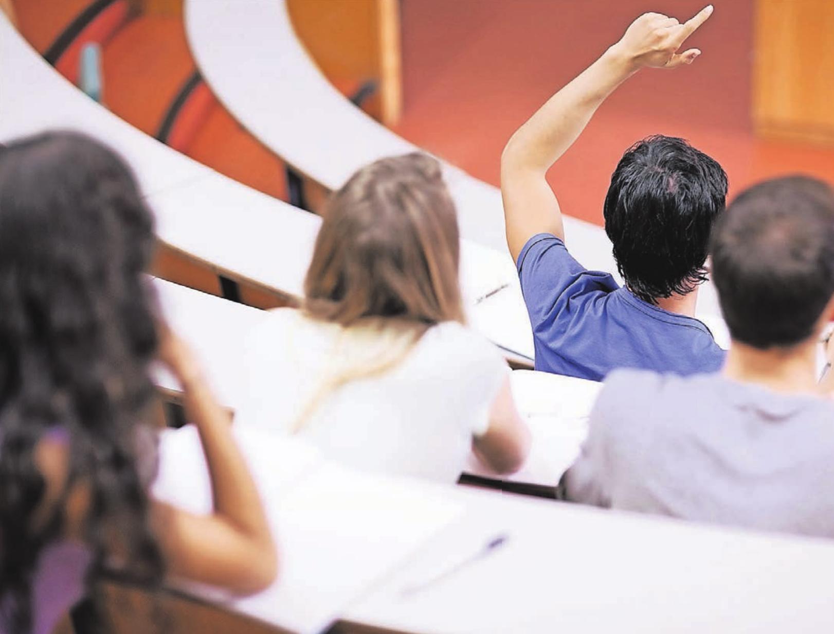 Innerhalb eines Buddie-Programms werden Geflüchtete zunächst als Gasthörer und auch während der folgenden Etappen nicht alleine gelassen. Viele Studenten der Uni haben sich bereit erklärt, einen Programmteilnehmer zu begleiten.