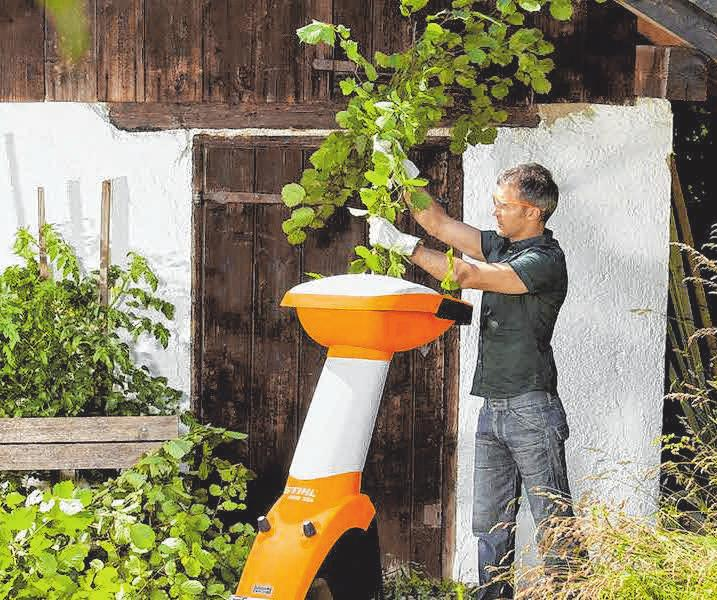 Grünschnitt von Bäumen, Hecken und Sträuchern lässt sich mit dem Häcksler selbst zerkleinern und anschließend im eigenen Garten etwa als Mulchschicht nutzen. FOTOS: DJD/STIHL