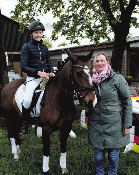 Angela Geist und ihre Tochter Mailiese laden zum Turnier auf den Hof Reiherstieg ein Foto:Jordan