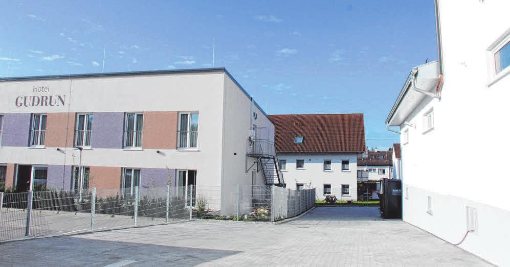 Der KWB-Neubau (r.) ist in direkter Nachbarschaft zum Hotel Gudrun entstanden.