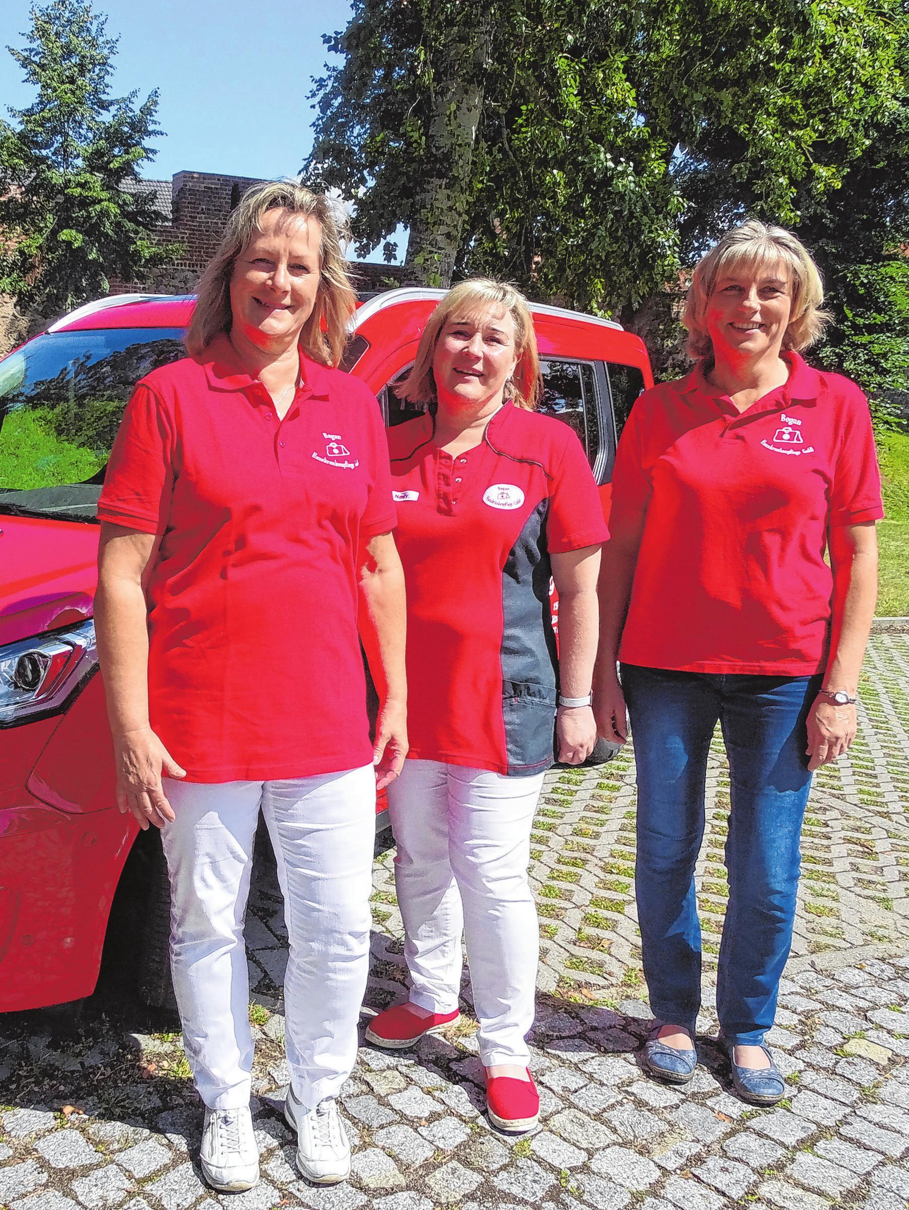Das Leitungsteam der Bogan Hauskrankenpflege: Geschäftsführerin Sabine Bogan (v. l.), Nancy Jedro und Elke Franzke.