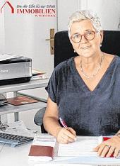 Silke Boldt in der Pritzwalker Filiale W. Wittstock Immobilien.