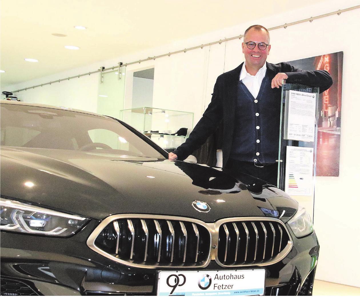 Jürgen Holz freut sich: Das Autohaus Fetzer in Kuchen feierte in diesem Jahr sein 90-jähriges Bestehen und blickt positiv in die Zukunft. Fotos: Axel Raisch
