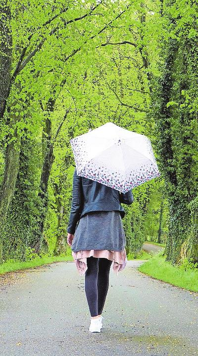 Stärken die Abwehrkräfte: Spaziergänge bei jedem Wetter an der frischen Luft. FOTO: SILVIARITA/PIXABAY