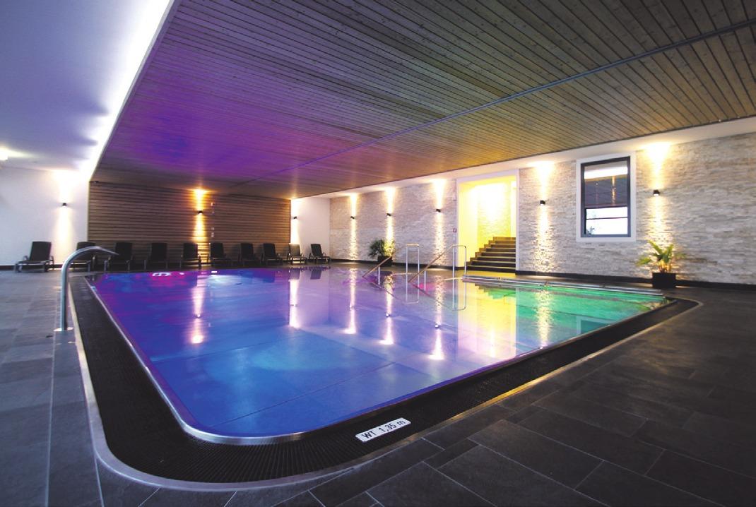 Das Panoramahallenbad und die großzügige moderne Saunalandschaft steht auch externen Gästen zur Verfügung. Fotos: Bodenseehotel Sonnenhof