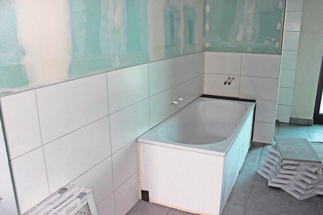Bad mit Badewanne: Inzwischen ist der Raum fertig.