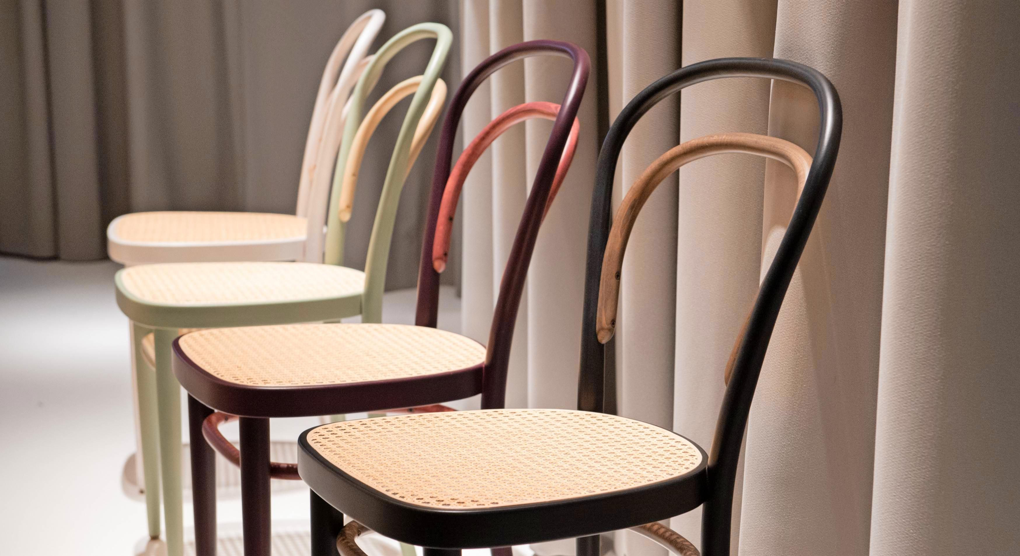 Der Kaffeehausstuhl von Thonet ist bis heute ein Klassiker, der nicht aus der Mode kommt – auch als massengefertigtes Möbelstück. Foto: dp