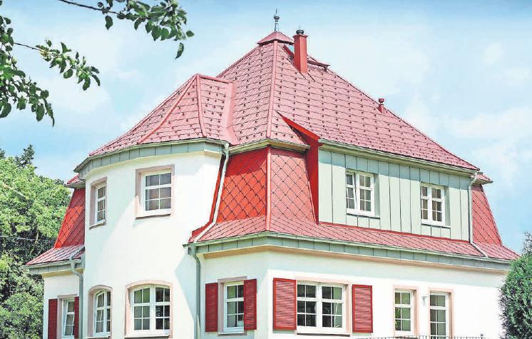 Dachschindeln aus Aluminium sind echte Leichtgewichte, dabei aber äußerst robust. Wind und Wetter können ihnen nichts anhaben. Foto: FC