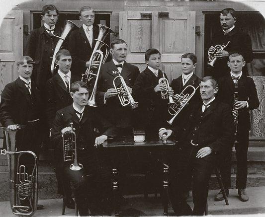 """Der Musikverein """"Cäcilia"""" Lützenhardt anno 1909. Archivbilder"""