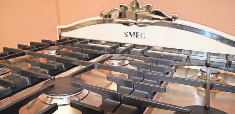 Stilvoller Küchenhelfer: Das Gaskochzentrum von SMEG aus der Elektro-Fundgrube.