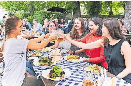 Ein Klassiker: der bayerische Biergarten. Foto: Anne-Kathrin Riethdorf
