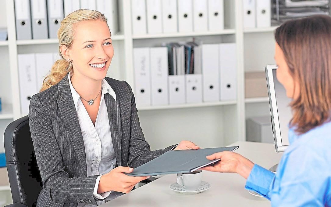 Auf ein Bewerbungsgespräch sollte man sich gründlich vorbereiten, um es als Chance und nicht als Prüfung erleben zu können. Foto: Fotolia