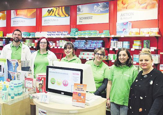 Das Team der Elefanten Apotheke ist weiterhin für seine Kunden da Bild: CS