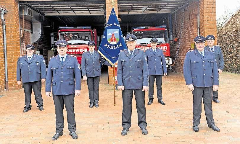 Leiten die Feuerwehr: Zum Ortskommando gehören Rolf Kettermann, Christian Möller, Frank Nehe, Ortsbrandmeister Frank Stammermann, Andre Wanke, Stefan Thien (stellvertretender Ortsbrandmeister) und Günther Koopmann (von links).