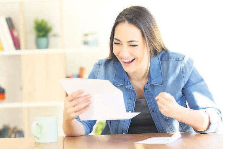 Die Freude ist groß, wenn das Finanzamt Geld zurückzahlt. Foto: djd/Nürnberger Versicherung/Adobe Stock/Antonio Guillem
