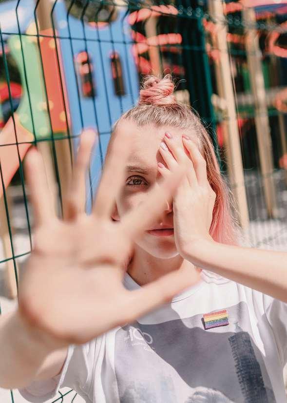 Aufhören – aber wie? Mobbing, auch Bullying genannt, ist ein soziales Spiel, in das viele Jugendliche verwickelt werden können. Es ist schwierig, aus der jeweiligen Rolle auszubrechen.
