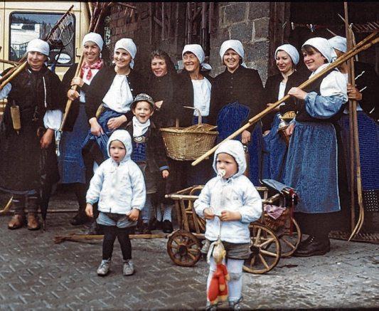 Beim Festumzug anlässlich des 100-jährigen Jubiläums der Freiwilligen Feuerwehr Cresbach im Jahr 1987.