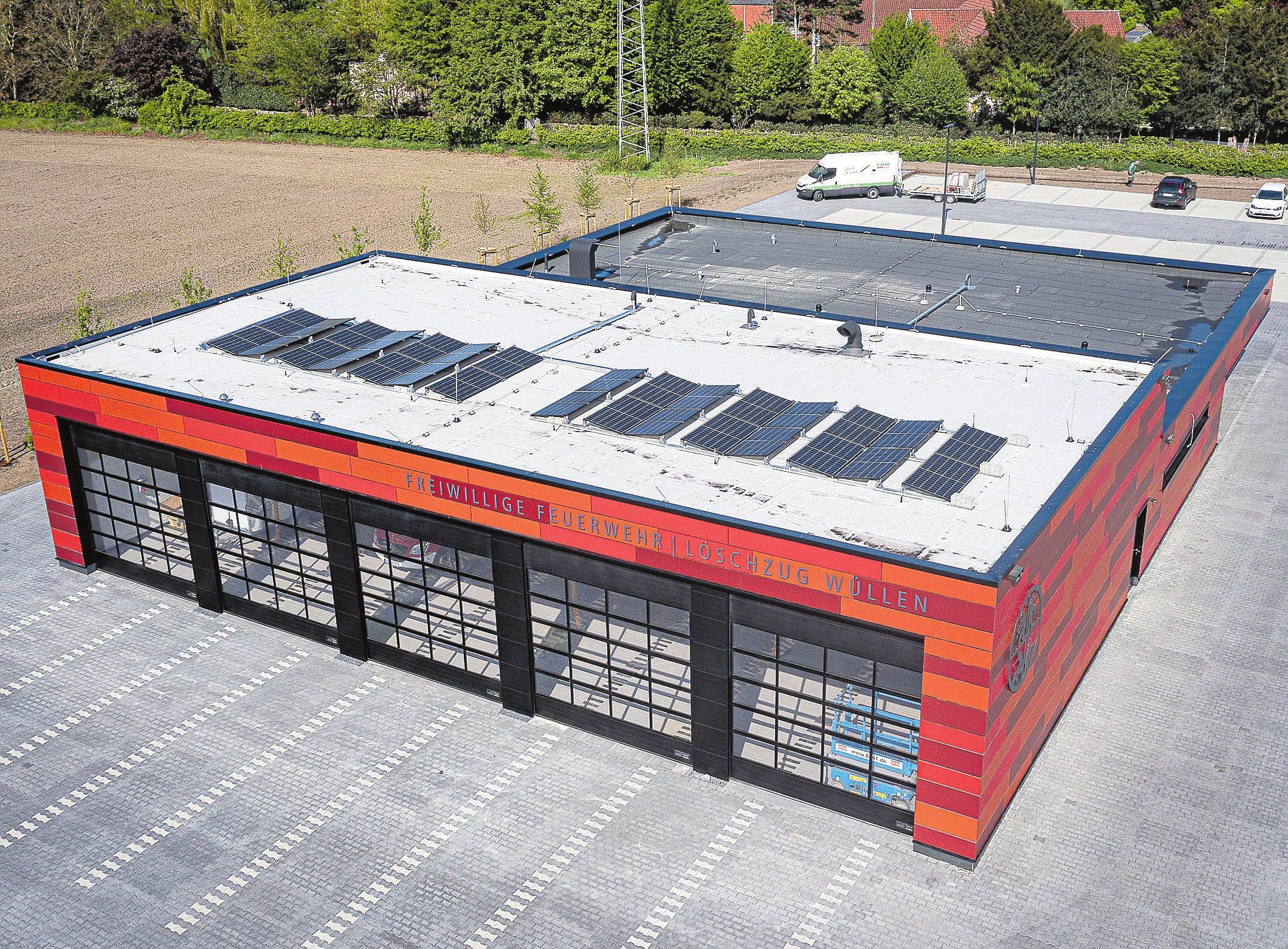 """Ein Blick """"von oben"""" auf das neue Gerätehaus. Insgesamt stehen der Feuerwehr nun 4000 Quadratmeter zur Verfügung. FOTO STADT AHAUS"""