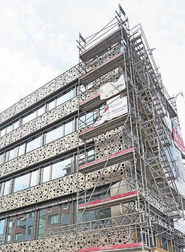 Der Neubau des Raiffeisengebäudes im Dietiker Zentrum schreitet voran und soll Ende Jahr bezugsbereit sein. Bilder: zvg