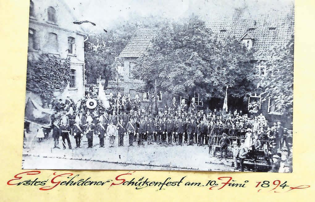 Sogar ein Foto aus dem Gründungsjahr befindet sich noch im Besitz der Gehrdener Schützen – zeigt eine Szene vom ersten Schützenfest am 10. Juni 1894.