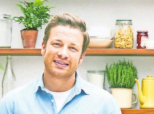 Für famila-Treuepunkte gibt es aktuell Jamie Olivers praktische Küchenhelfer zum Sonderpreis. Foto: obs/HelloFresh GmbH