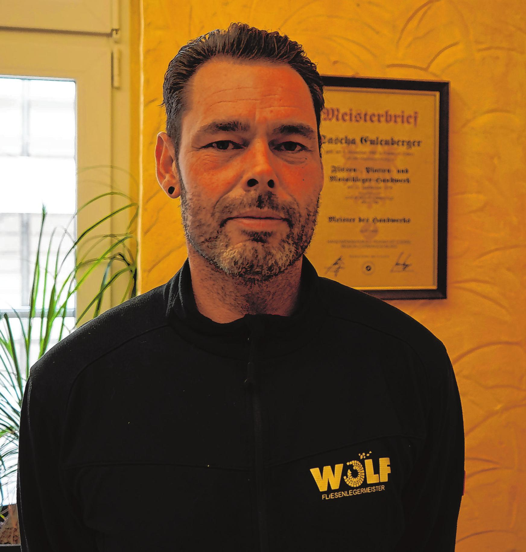 Sascha Eulenberger hat schon als Schüler bei Alexander Wolf gearbeitet. Seit einem Jahr ist er Fliesenlegermeister.