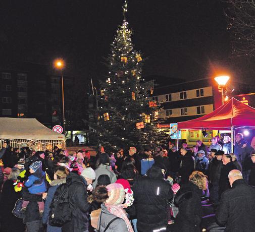 Stimmungsvoller Markt am 5. Dezember auf dem Hans-Hachenberg-Platz Image 2