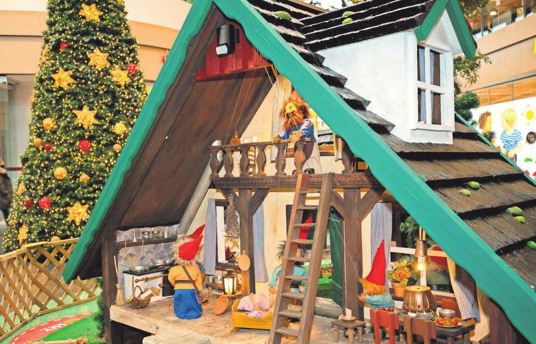 Der Bad Schwartauer Zwergenwald hat eine kleine Dependence in der Mall des LUV Shopping, sehr zur Freude der Familien, die den kleinen Wichteln bei ihrem munteren Treiben zuschauen können. Fotos: Anja Hötzsch