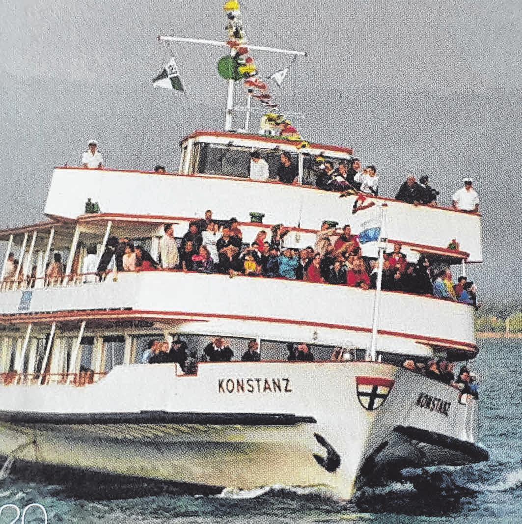 Die MS Konstanz: Weil alle Zuschauer den Start auf der Backbordseite sehen wollten, machte das Fahrgastschiff gehörig Schräglage.