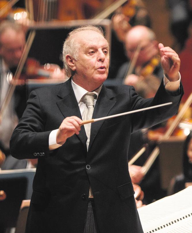 Am 30. Dezember 1991 gab Daniel Barenboim (u.) sein erstes Konzert als Chefdirigent der Staatskapelle Berlin. FOTO: HOLGER KETTNER (2)