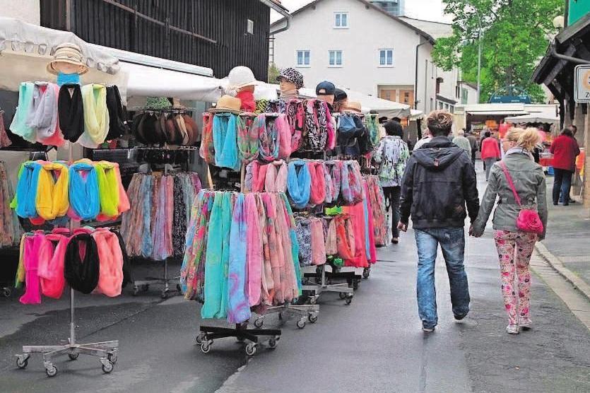 Entlang der Kirchstraße, Burgstaller Weg und Kronacher Straße werden etwa 50 Fieranten wieder ihre Waren anbieten. Fotos: hf