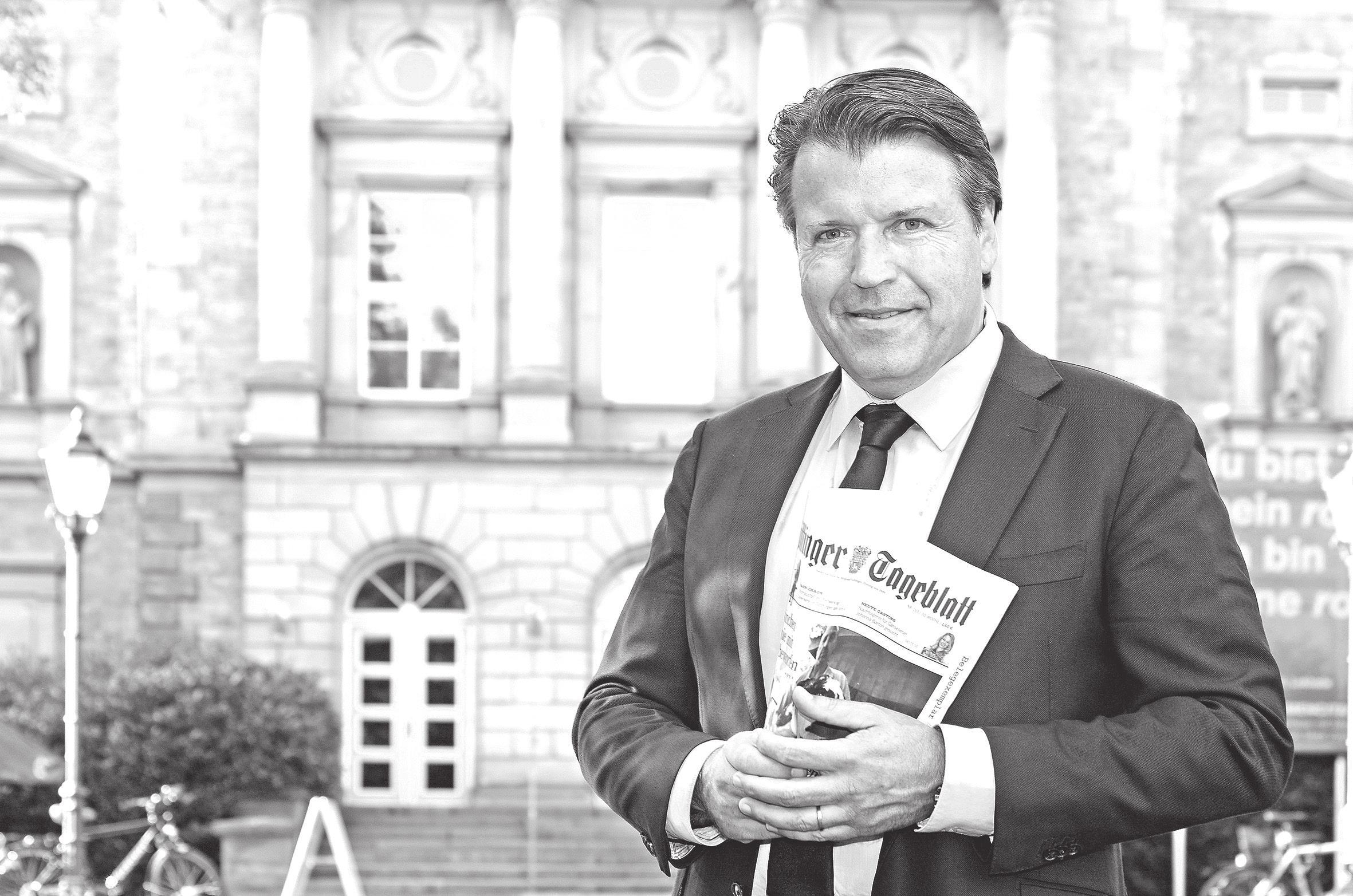 Dr. Uwe Graells