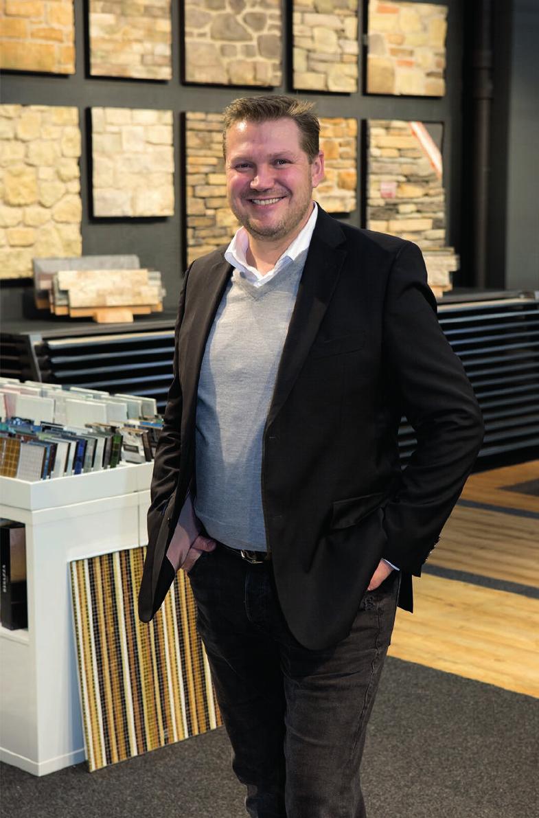 Geschäftsführer Bernd Gehrung ist überzeugt: Jeder findet bei Artfliesen den passenden Bodenbelag. Fotos: PR/Artfliesen