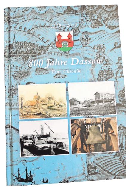 Eine Chronik über Dassow ist Anfang September erschienen. 500 der 1000 Exemplare wurden bereits verkauft.    Foto: D. Hoffmann