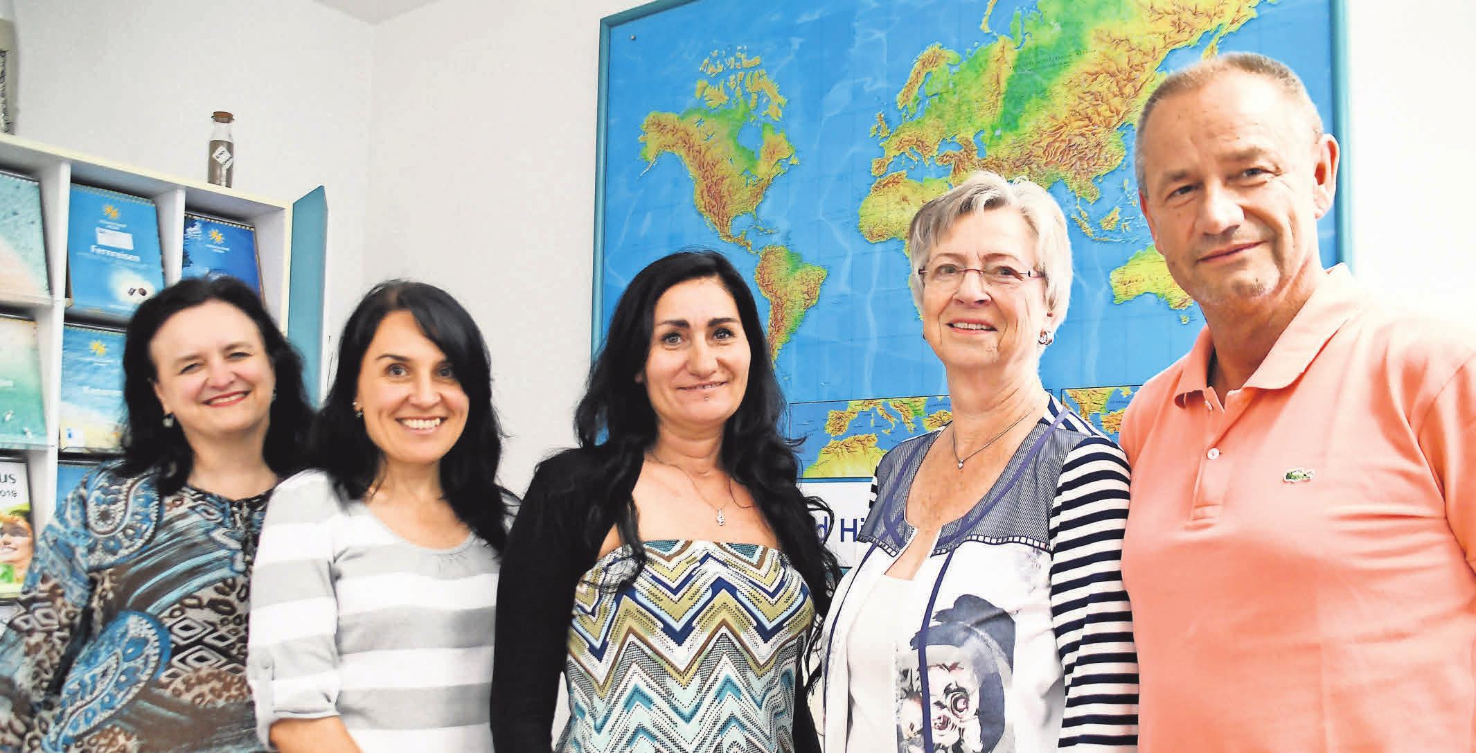 André Belwan, Karin Kruse, Seja Ademovic, Mariyana Belwan und Sylvia Jeschonnek (v.r.n.l.) sowie zwei weitere Mitarbeiter zählen zum Team des bekannten Reisebüros.