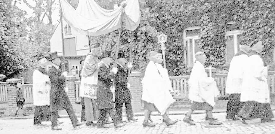 Bischof Clemens August war am 16. Juni 1942 unterwegs auf der Straße, die später nach ihm benannt werden sollte. Fotos: Archiv M. Meckelnborg
