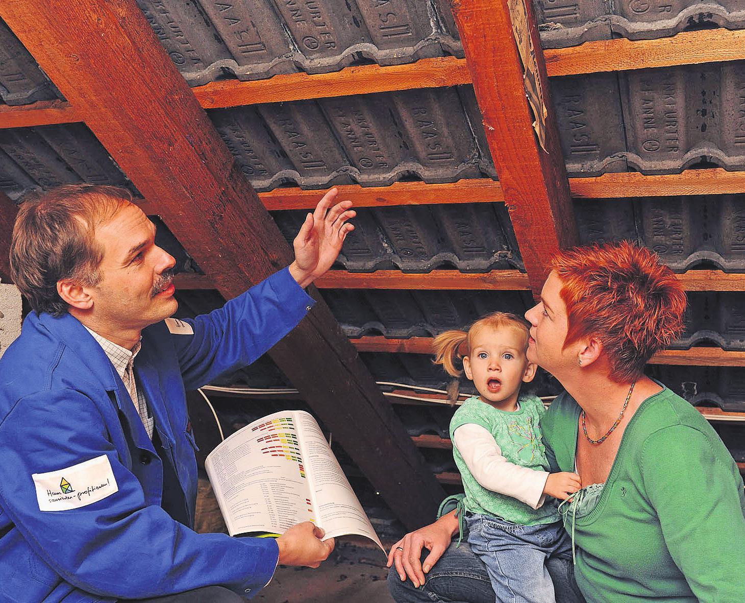 Wichtige Bauteile wie das Dach sollten Hausbesitzer regelmäßig kontrollieren. Foto: djd/Bauherren-Schutzbund