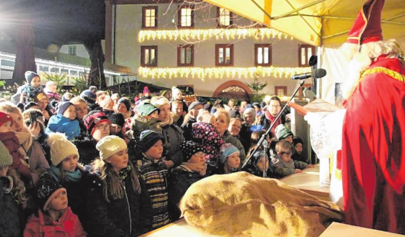 Highlight für die kleinsten Gäste: Der Besuch des Nikolauses. FOTO: STEFAN GÖB