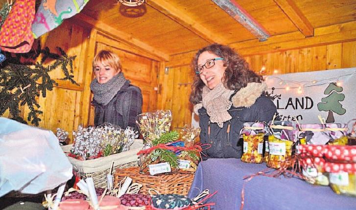 Der Weihnachtsmarkt an der Christuskirche serviert mit seiner kleinen Budenstadt köstliche Genüsse.