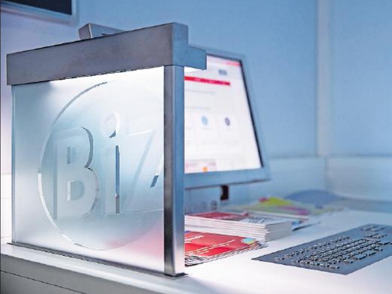 Stehen auch im BIZ bereit: Computerarbeitsplätze, an denen Besucher zum Beispiel ihre Bewerbungsunterlagen gestalten können. FOTO: DPA