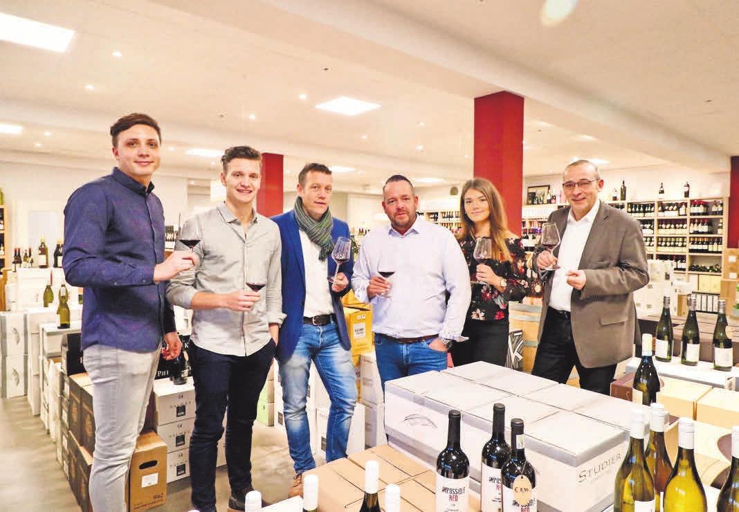 An den Adventssamstagen lädt das Team der Winzerwelt zu Glühwein und Bratwurst – und zum Probieren von Wein und Champagner ein.