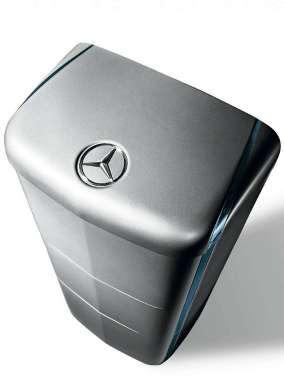 Batteriespeicher werden mitunter auch hübsch verpackt und damit auch salonfähig. Neben Tesla bietet jetzt auch Mercedes einen Speicher an. Foto: RWE/Daimler AG
