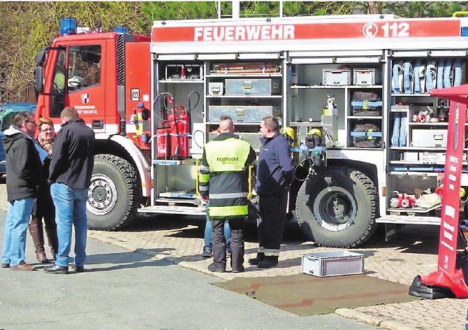 Auf dem Freigelände stellen sich die Rettungsdienste, so auch die Feuerwehr, vor und geben Einblicke.