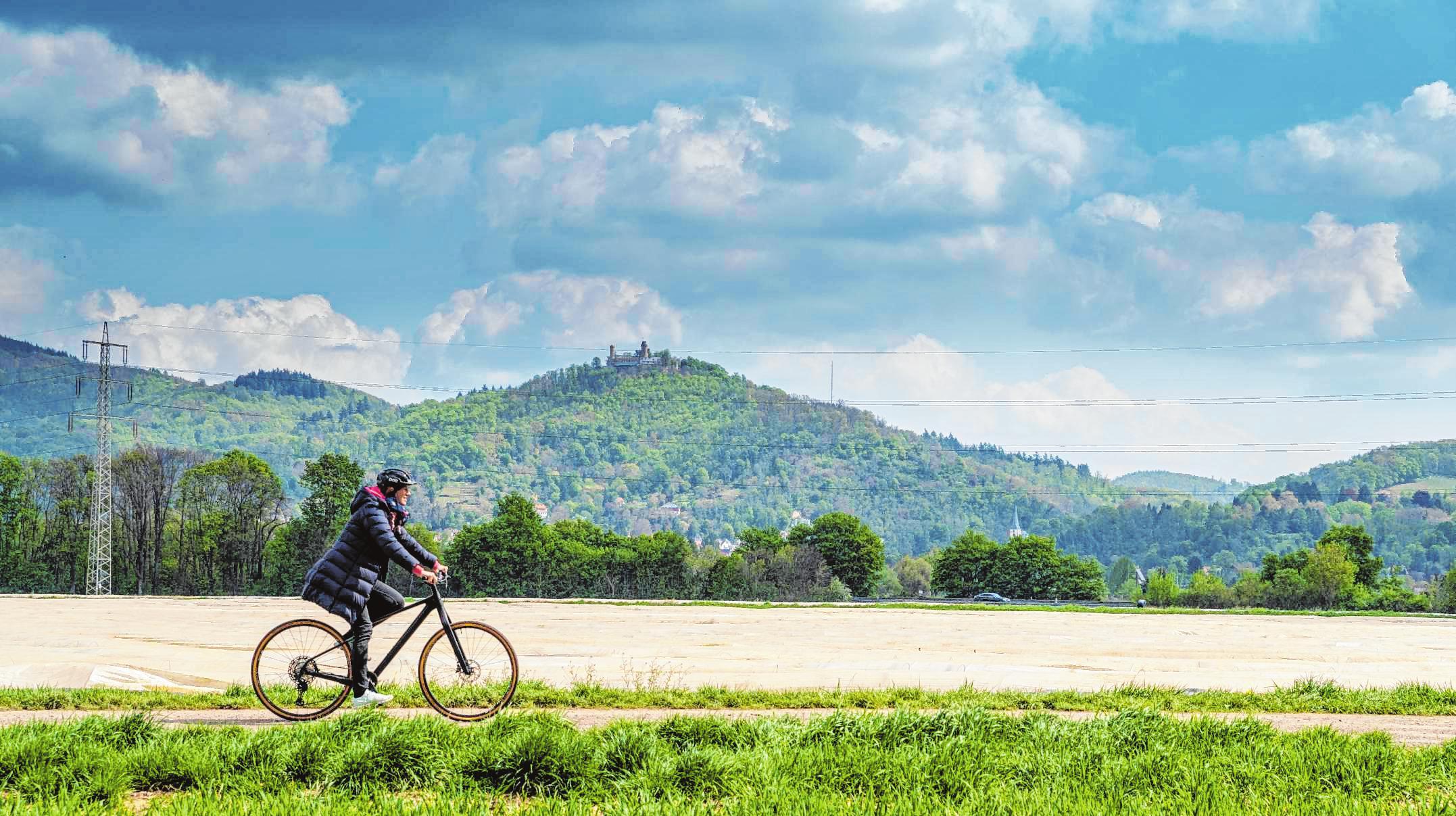 """Die Bergstraße immer im Blick: Wer auf dem Radweg """"Bergstraße naturnah"""" unterwegs ist, bekommt viel Panorama geboten. Bild: Thomas Neu"""