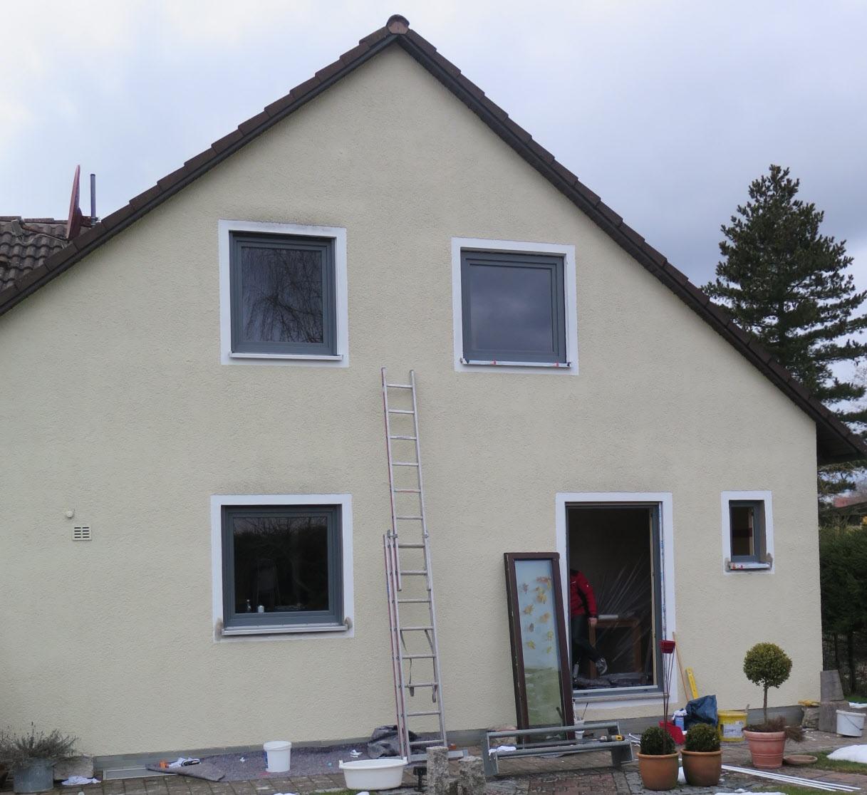 Bei der energetischen Sanierung eines Hauses kannmit den richtigen Türen und Fenstern viel erreicht werden. Foto: ENA