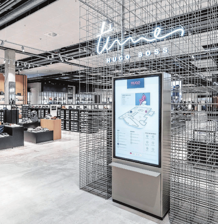 """Mit Hilfe eines Leitsystems finden sich die Kunden schnell zurecht. Und wer eine Pause braucht, geht ins Café """"times""""."""